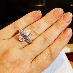 WOW! THAT RING IS GORGEOUS!! 8.85ct of BLISS